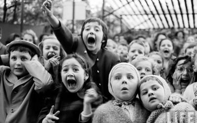 eisenstaedtpuppetshowdarggonslain1963